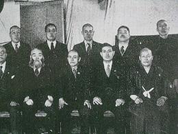 前列右端が曽祖父の義兄の井川平八。後列左から2人目が曽祖父の弟の井川兼吉。