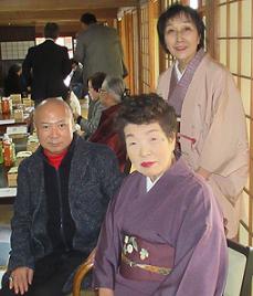 頼山陽ネットワークから石村良子代表と見延典子が出席。左は愛山さん。