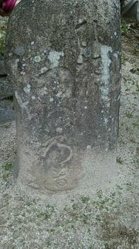江戸時代道標        「ひだり つわ乃道」とある