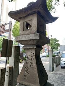 江戸芝尾張屋亀吉       月の有る常夜灯