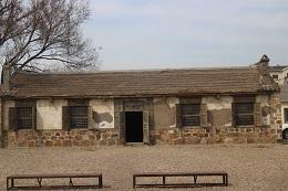 復元された水師営の農家の家