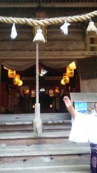 戸田神社は人麻呂のお祭りのため拝殿が開いていた