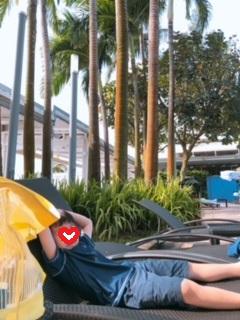 リラックスする昭和のカープ坊や