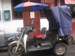 いかにも中国らしいバイク。