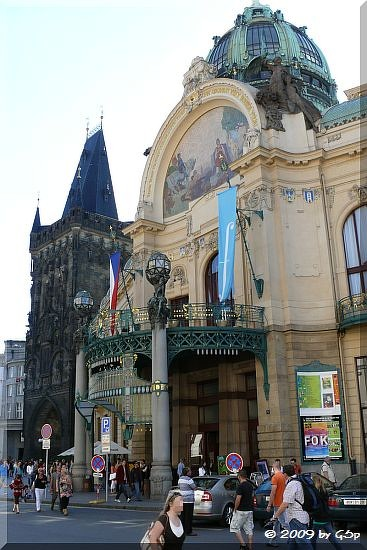 Gemeindehaus und Pulverturm am Platz der Republik