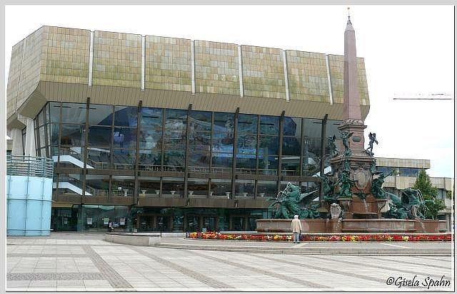 Der Mendebrunnen vor dem Neuen Gewandhaus am Augustusplatz