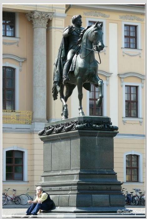 Carl-August-Denkmal