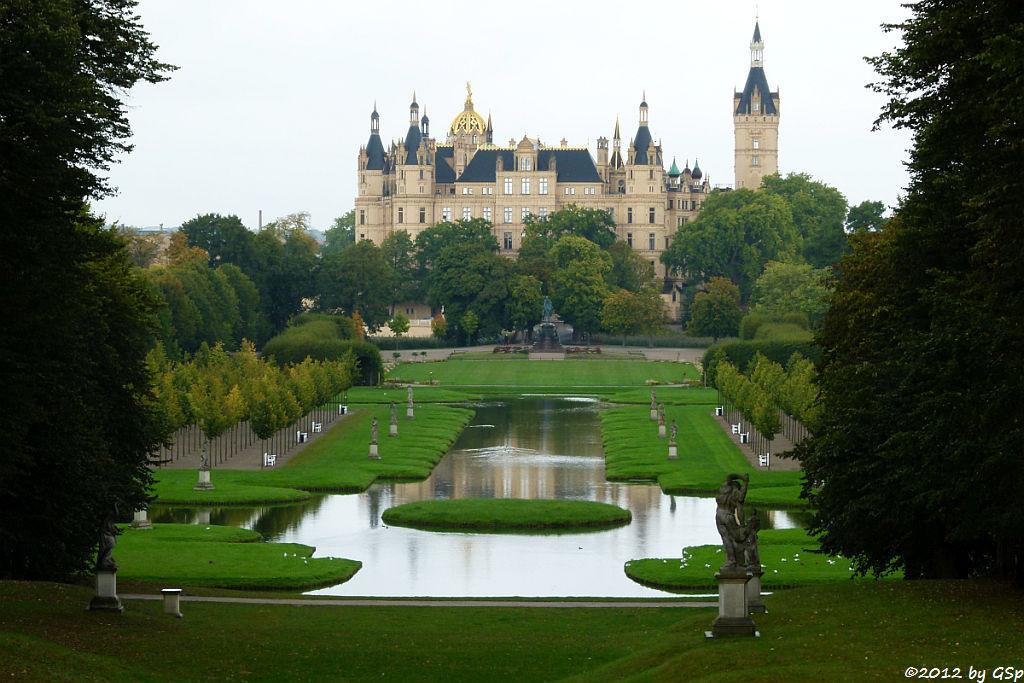 Schweriner Schloss m. Kreuzkanal