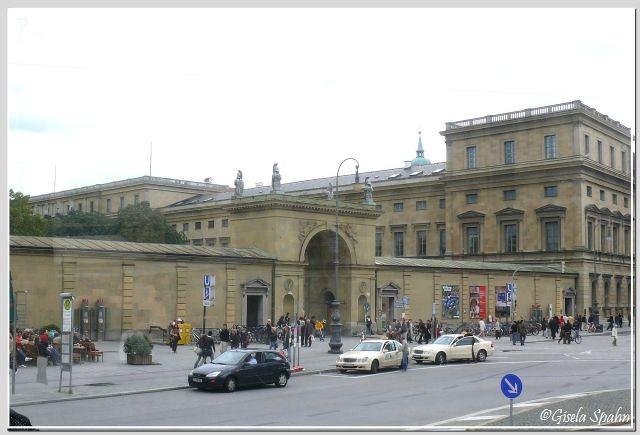 Hofgartentor und Residenz  am Odeonsplatz
