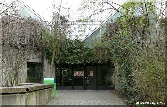 Eingang zum Affenhaus