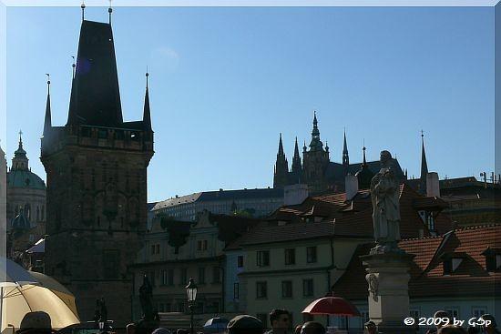 Kleinseitener Brückenturm und Burg mit St. Veits Kirche