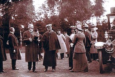 Kaiser Wilhelm II. bei einem seiner Besuche im Tierpark