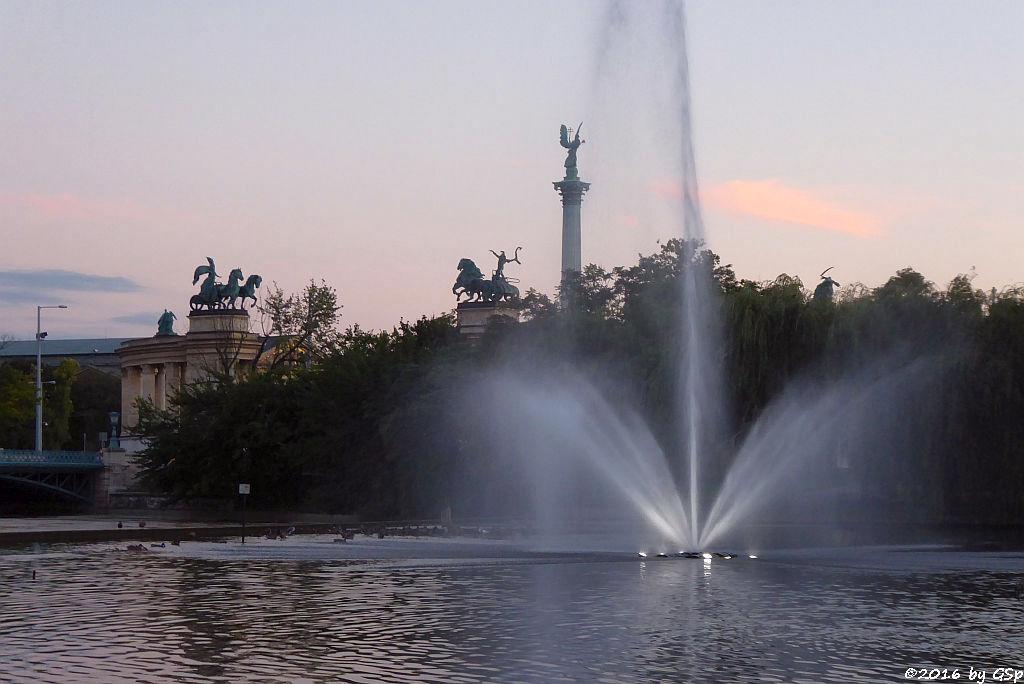 Stadtwäldchen-See mit Heldenplatz im HG