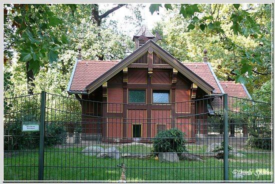 Das'Kleine Hirschhaus'...stammt aus der Jahrhundertwende und wurde im Febr.2004 kompl. saniert