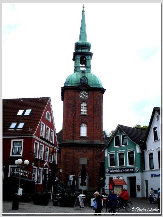 Die Nilolaikirche und das Hotel Aurora in Kappeln