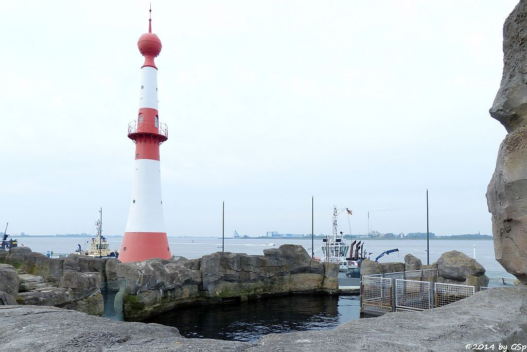 Mähnenrobbenbecken, Leuchtturm an der Weser