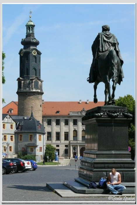 Residenzschloss und Carl-August-Denkmal