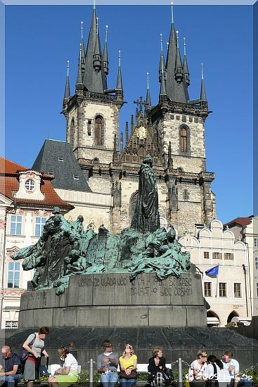 Altstädter Ring - Jan-Jus-Denkmal und Teynkirche