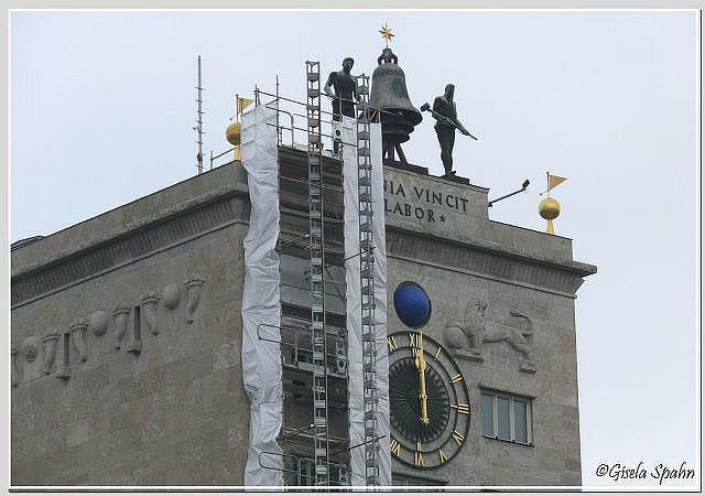 Die Glockenschläger auf dem Krochhochhaus