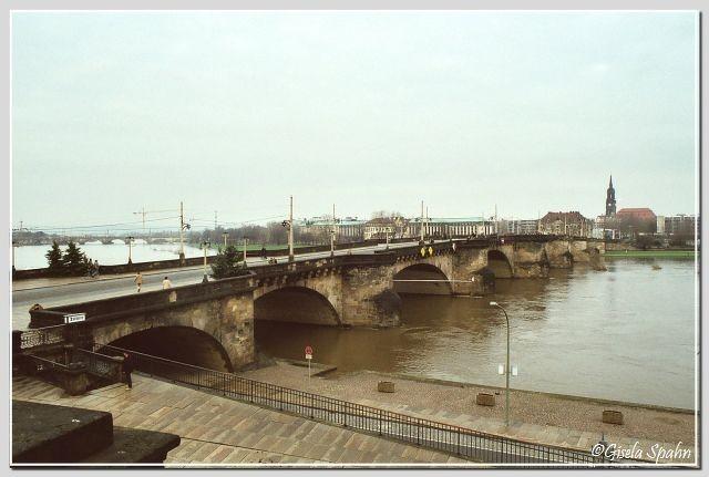 ....auf die Augustusbrücke