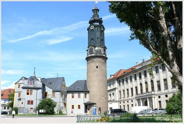 Residenzschloss m. Schlossturm und Bastille (links)