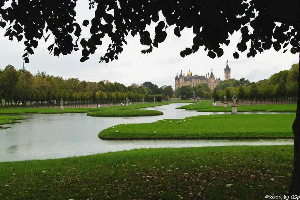 Schlossgarten mit Kreuzkanal