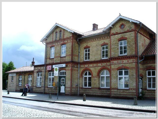 "Der Bahnhof Süderbrarup (Drehort für den Bahnhof ""Deekelsen"")"