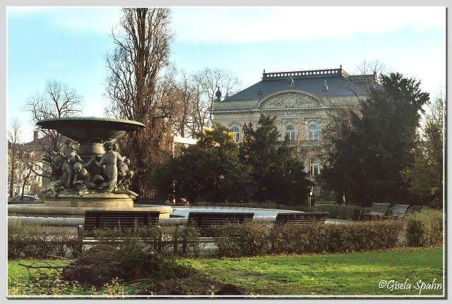 Innere Neustadt - Albertplatz: Schalenbrunnen Stille Wasser