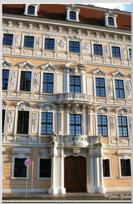 Taschenbergpalais aus Richtung Theaterplatz