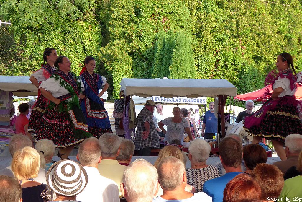 Folkloreprogramm am Bauernmarkt