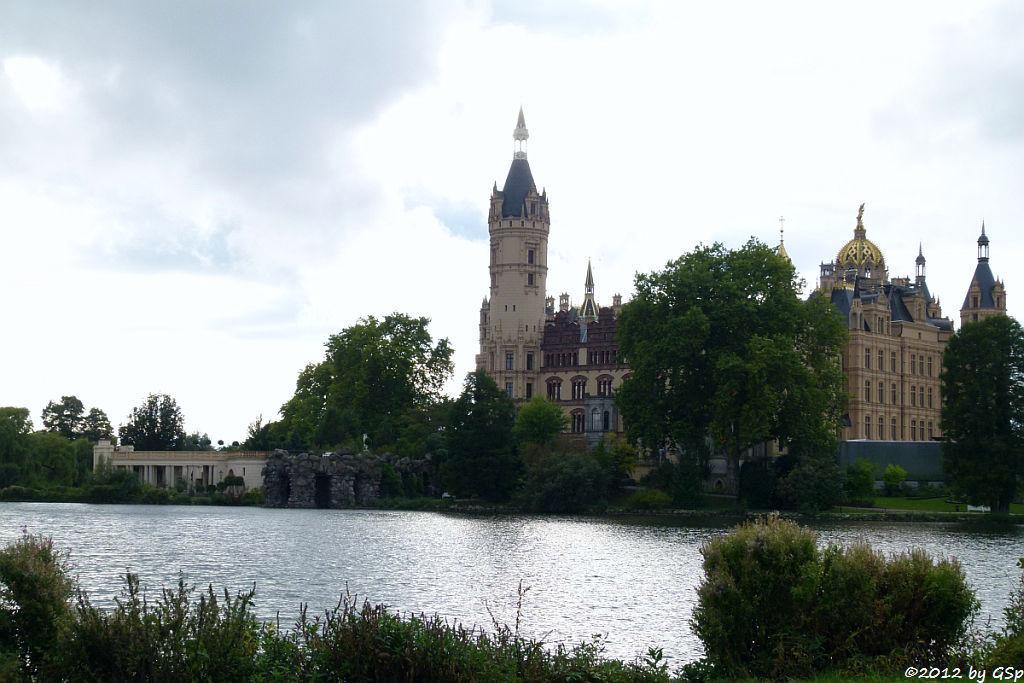 Schweriner Schloss mit Burggarten