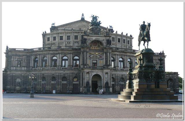 Semperoper und König-Johann-Denkmal