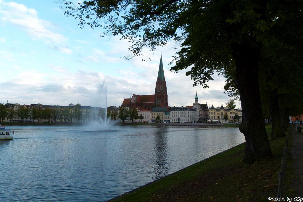 Pfaffenteich mit Schweriner Dom