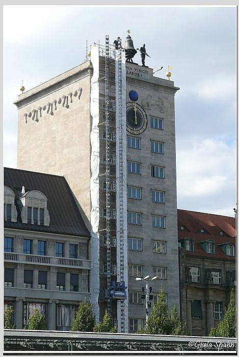 ...daneben das Koch-Hochhaus von 1928, Leipzigs erstes Hochhaus