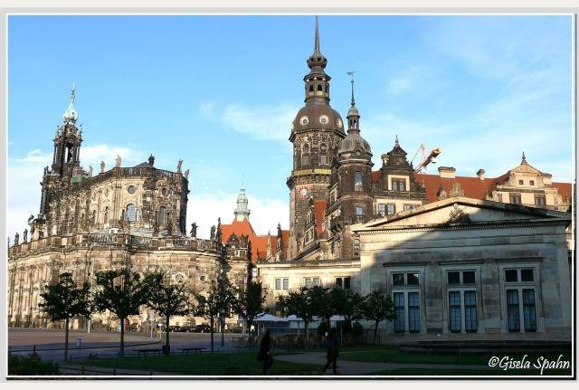 Kathedrale St. Trinitatis (Kath. Hofkirche), Residenzschloss m. Hausmannsturm u. Altster (Schinkel-) Wache