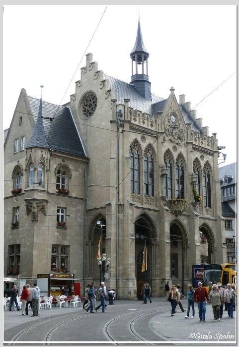 Rathaus (erbaut 1870-75)