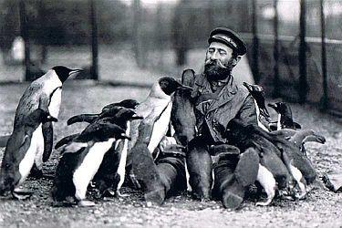 In den zwanziger Jahren brachte Fritz Eßler Tiere aus der Antarktis zu Hagenbeck.