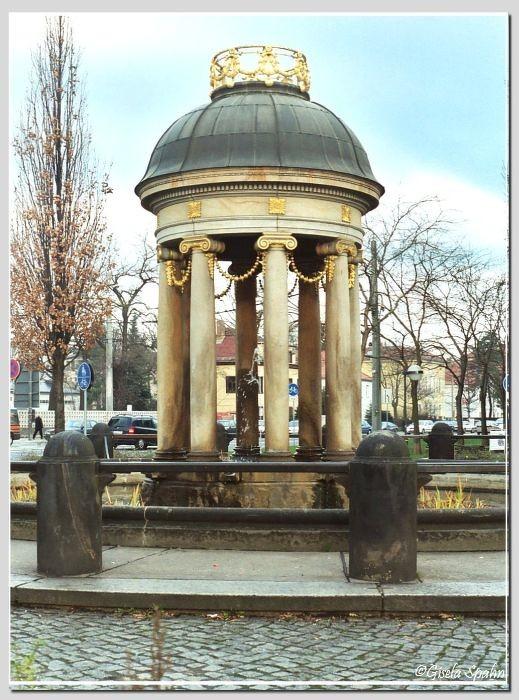Innere Neustadt - Albertplatz: Tempelchen des Artesischen Brunnens