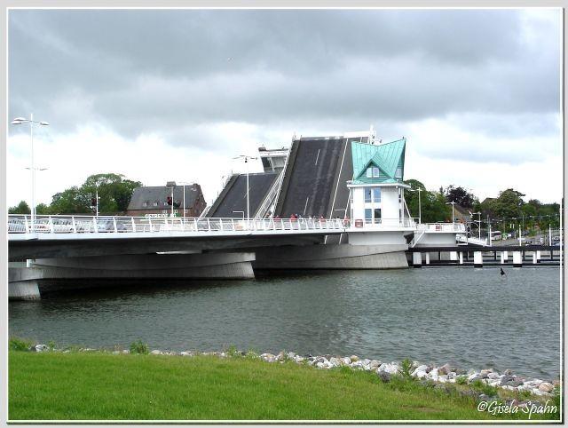 .....und die geöffnete Drehbrücke in Kappeln