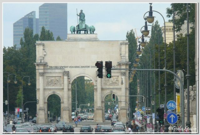 Die Ludwigstraße mit Blick auf das Siegestor