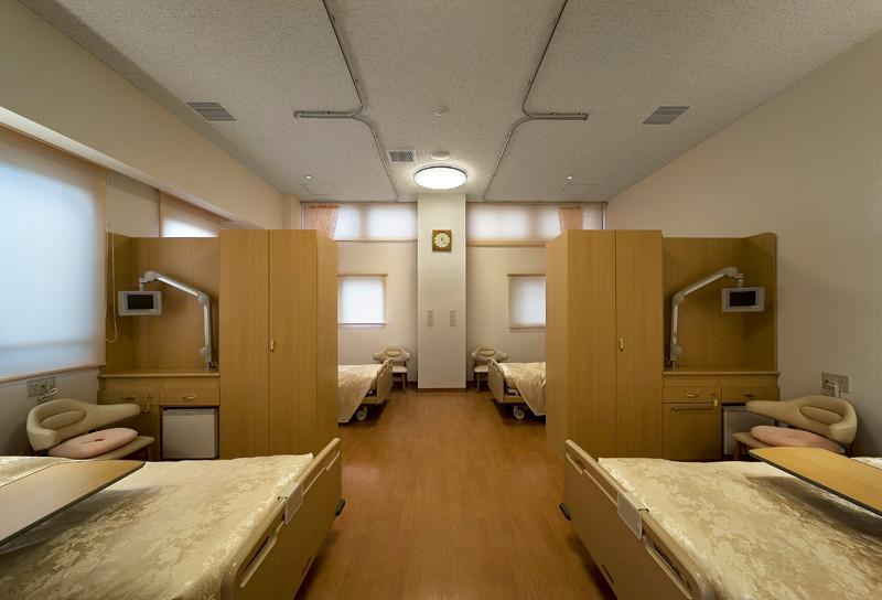 プライバシーを確保できる大部屋病室(4床室)