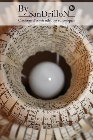 """Lampe """"Julia"""" (pièce unique). Réalisation d'un abat-jour en papier ancien. Tous droits réservés."""