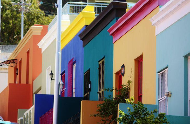 Algarve Colors e pinturas e reparações no Algarve como Portugal também,bom para pintar em diversas cores as casas,apartamentos,vivendas,moradias e muito mais, melhor empresa de pinturas e reparações no Algarve.