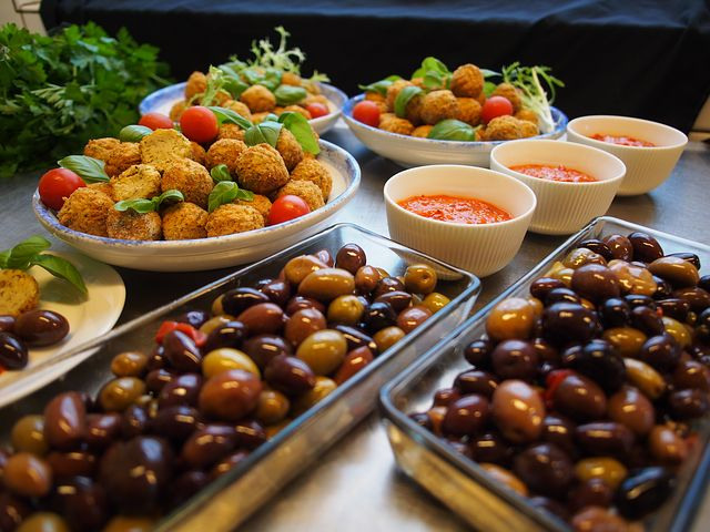 Algarve und Portugal Magazin,Petiscos und Tapas,perfekt wen man mit Freunden ein Abend Essen oder Fest Plant,Beste Algarve Magazin über Essen.