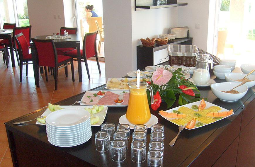 Gästehaus Vila Foia in Monchique,Algarve,Portugal mit Frühstück im Garten und Pool blick,beste Gästehaus in Monchique und Algarve.