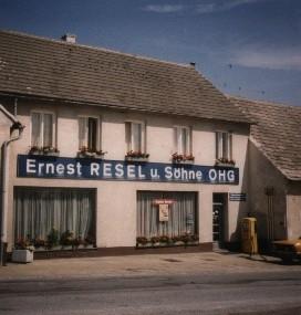 """Die """"Ernest RESEL und Söhne OHG"""" entstand."""