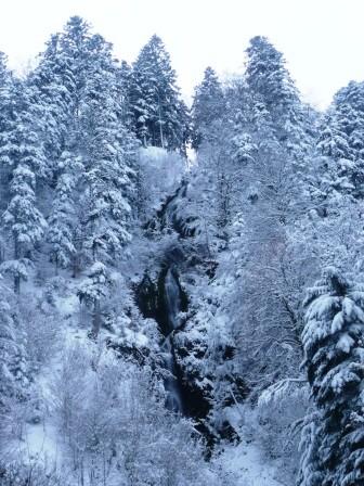 Cascade de storckensohn sous la neige