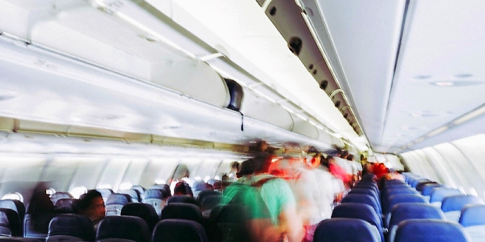 hot not to be a bad plane passenger by not using overhead bins