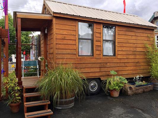 rosebud tiny house  caravan tiny house hotel