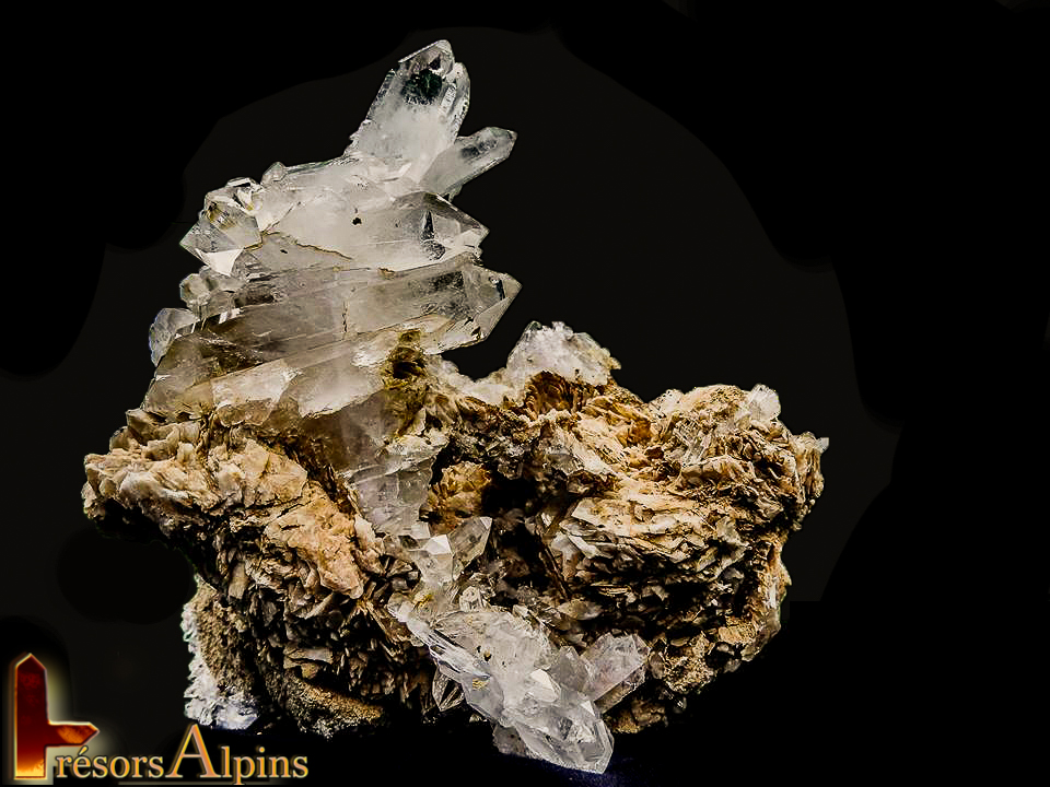 Grand quartz à âme sur calcite (Collection Bastien A)